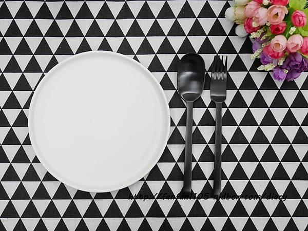 【居家美學】 WAGA 日式陶瓷餐具組 平價高質感的餐桌布置 (3).JPG