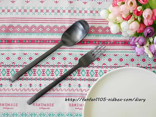 【居家美學】 WAGA 日式陶瓷餐具組 平價高質感的餐桌布置 (7).JPG