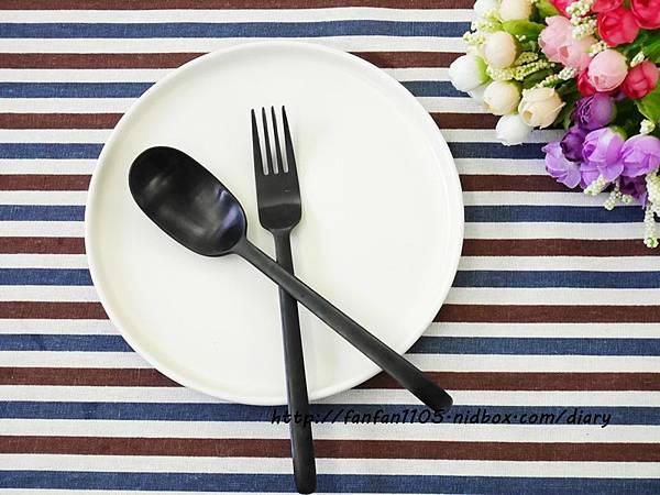 【居家美學】 WAGA 日式陶瓷餐具組 平價高質感的餐桌布置 (18).JPG