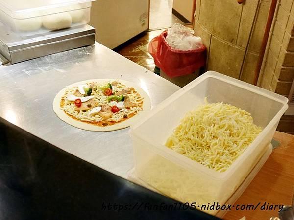 【蘆洲美食】石窯屋 #義式料理 #窯烤披薩 #披薩 #半月烤餅 #義大利燉飯 #義大利麵 (5).JPG