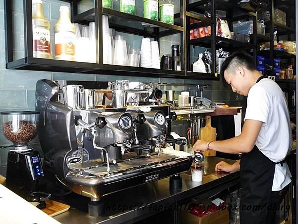 【東區咖啡】藏咖啡 #茶拿鐵 #熱壓吐司 #霜淇淋 #藏cafe #平價咖啡 (6).JPG