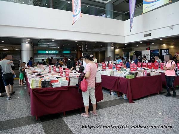 【童書推薦】Big Bad Wolf Books Taiwan-大野狼國際書展 #全館2-4折 #免門票 #24小時 #英文童書 #英文繪本 #英文繪本推薦 #英文繪本有聲書 #兒童外文書 #有聲書  (16).JPG