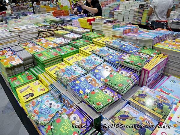 【童書推薦】Big Bad Wolf Books Taiwan-大野狼國際書展 #全館2-4折 #免門票 #24小時 #英文童書 #英文繪本 #英文繪本推薦 #英文繪本有聲書 #兒童外文書 #有聲書  (38).JPG