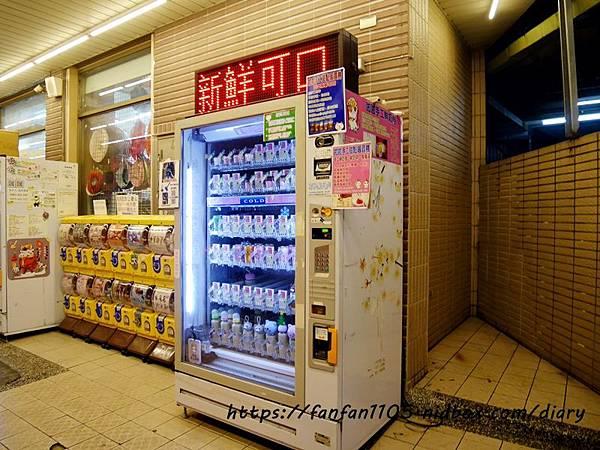 【中壢美食】啦啦奶茶坊 超萌自動販賣機 #限量 #奶酪 #甜點 #下午茶 (2).JPG