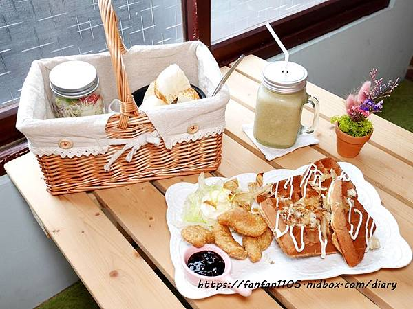 【åœè˜ç¾Žé£Ÿã€'慢漫çªé£²é£Ÿå' #平價美食 #咖啡 #鬆餅 #æ—午餐 #乾燥花 享受慢步調的放鬆時光 (18).JPG