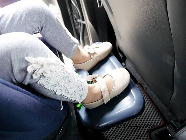 【韓國 KneeGuardKids】兒童車用腳踏座 讓孩子坐車更舒適 (8).JPG