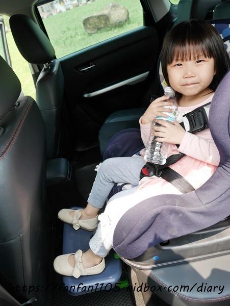 【韓國 KneeGuardKids】兒童車用腳踏座 讓孩子坐車更舒適 (10).JPG