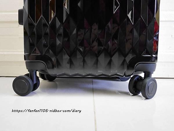 【FUNWORLD】20吋鑽石系列鋁框行李箱-尊爵黑 #360度萬向飛機輪 #2年破箱換新 #終身免費維修 (6).JPG
