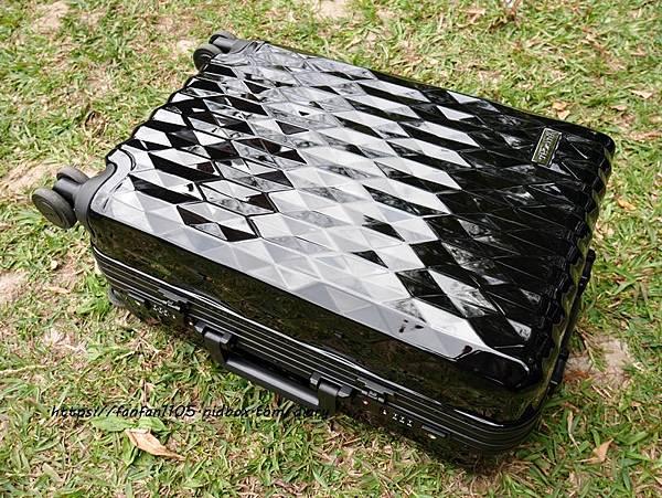 【FUNWORLD】20吋鑽石系列鋁框行李箱-尊爵黑 #360度萬向飛機輪 #2年破箱換新 #終身免費維修 (17).JPG