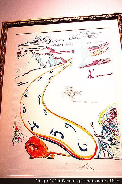 扭曲時鐘的平版畫