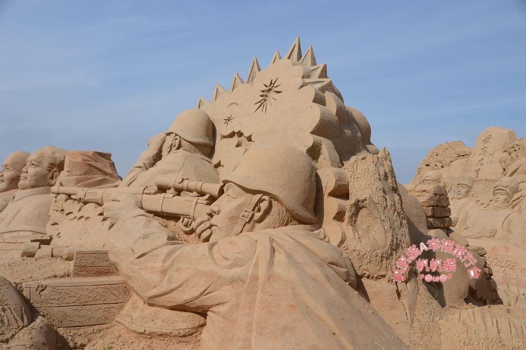 栩栩如生的沙雕描繪作戰當時的狀況.JPG