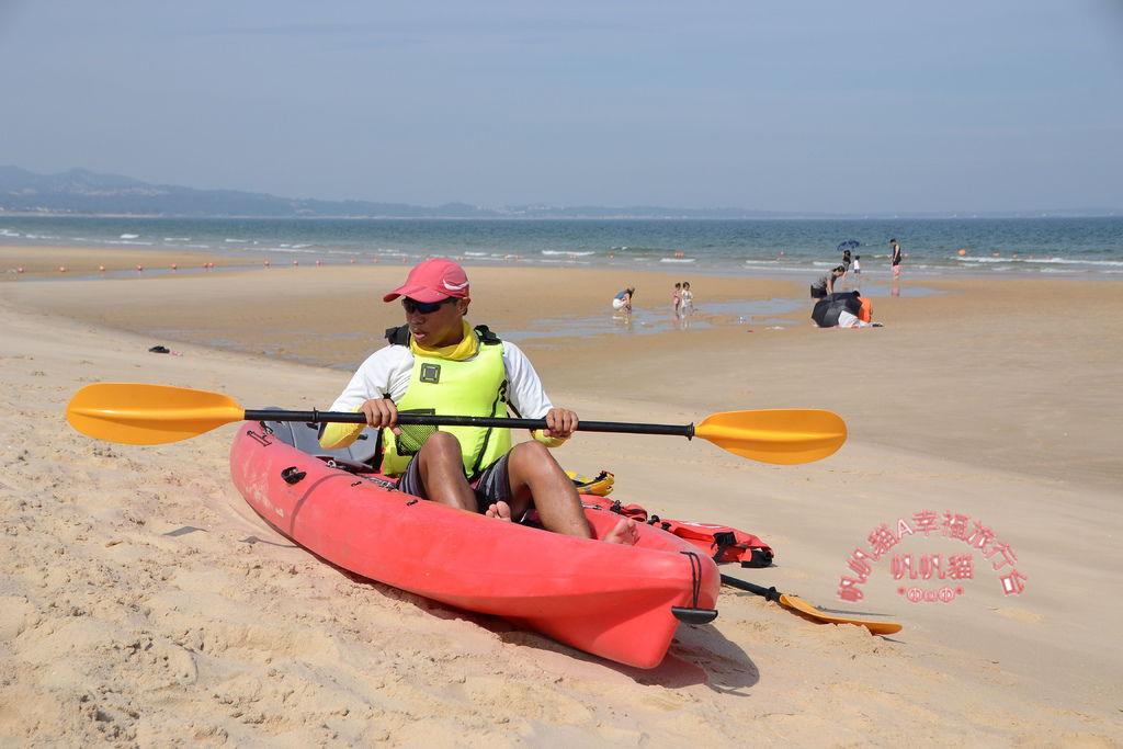 現場有教練示範正確的划艇動作.JPG
