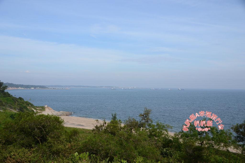 從坑道上方可以眺望整個料羅灣.JPG