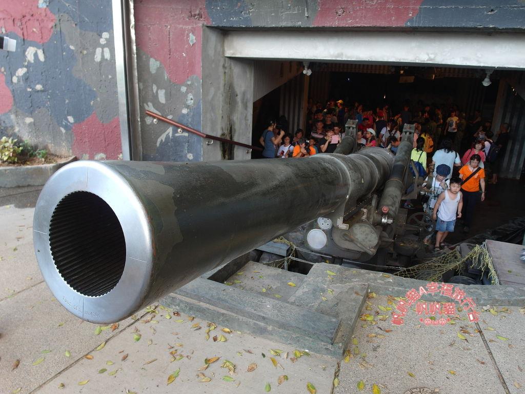 現場展示八吋榴彈砲.JPG