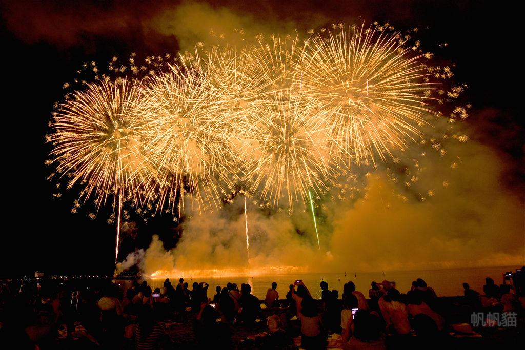 九州花火大會 6000發煙火在唐津的西濱海邊閃耀綻放