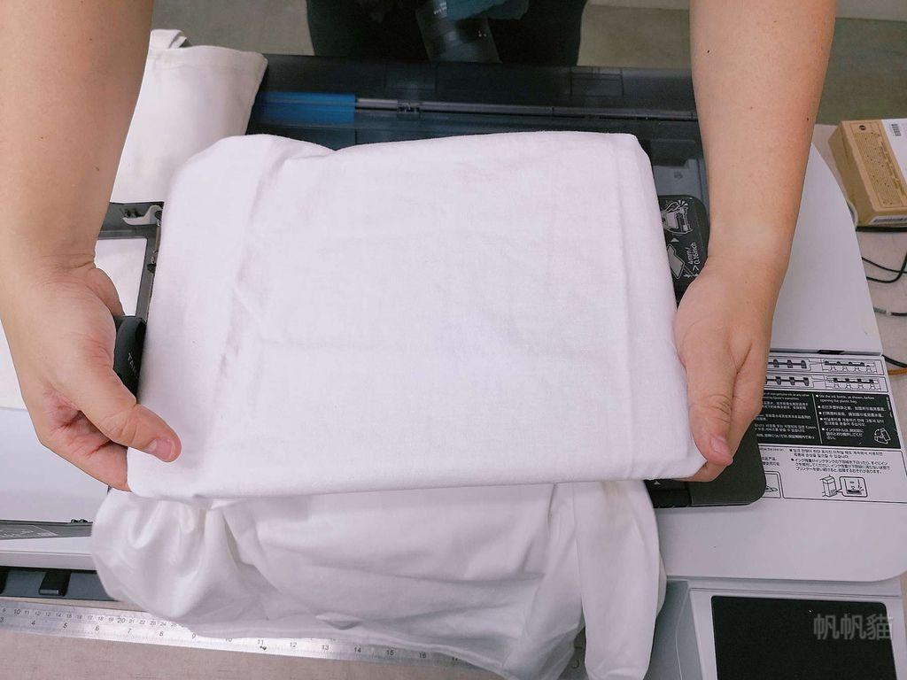 客製化T恤直噴前置動作-紡織直噴機推薦