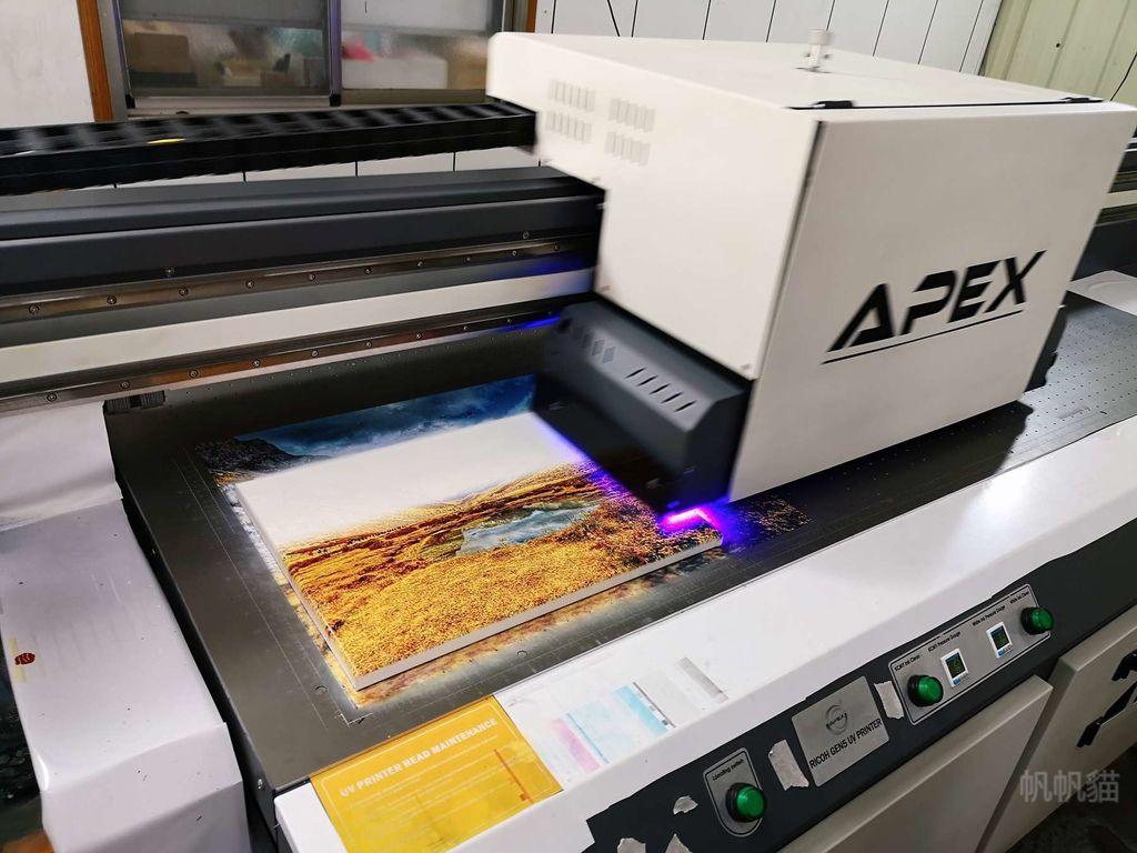 客製化無框畫印刷過程-UV直噴機