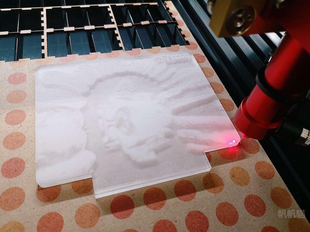 客製化小夜燈雕刻完成-雷射雕刻機
