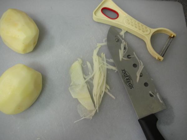 馬鈴薯餅之1材料切絲.JPG