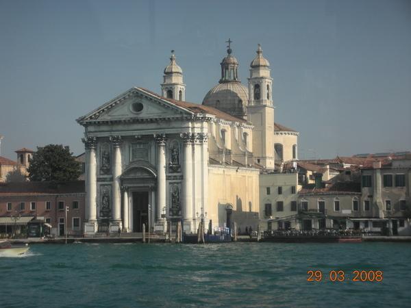 往威尼斯的船上風光5.JPG