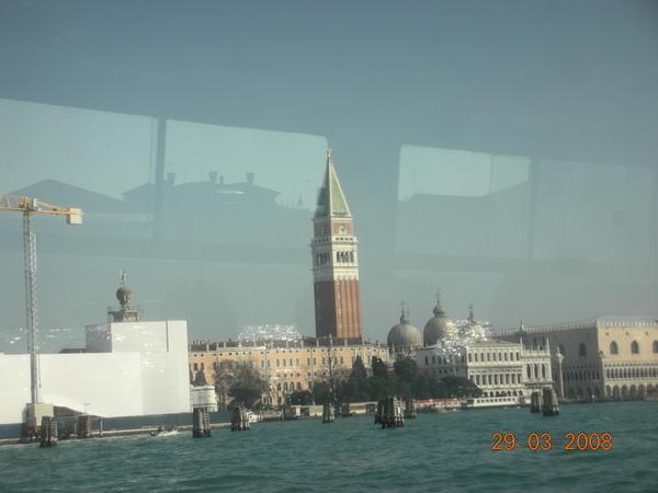 從船上看過去的鐘樓.JPG