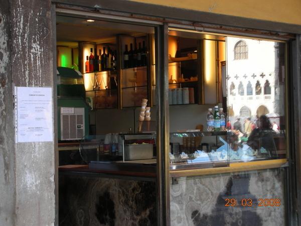 威尼斯買的第一家冰淇淋店.JPG