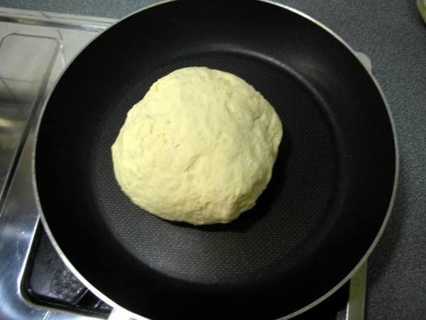佛卡夏麵包之2 揉團.JPG