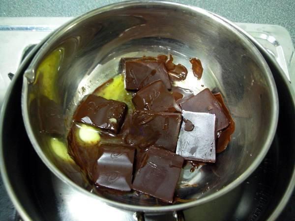 巧克力蛋糕之3 巧克力和奶油.JPG