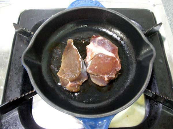鹿肉佐菇菇之5 煎肉2.JPG