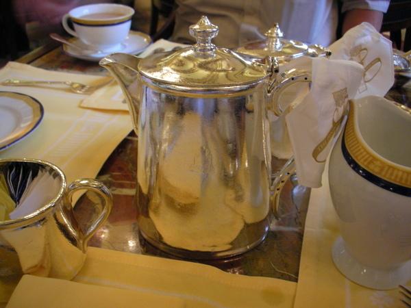 下午茶都是銀器.JPG