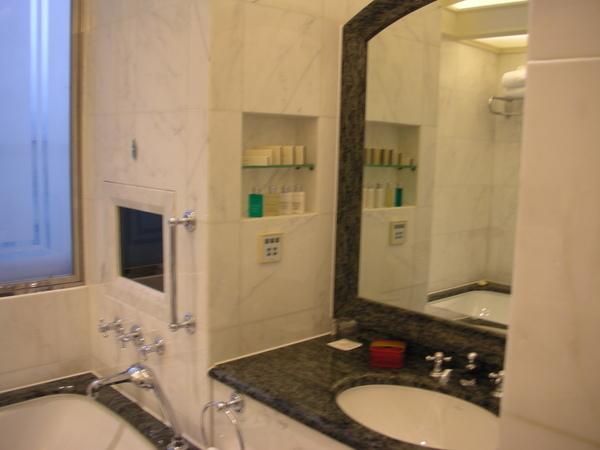 半島房間洗手台2.JPG