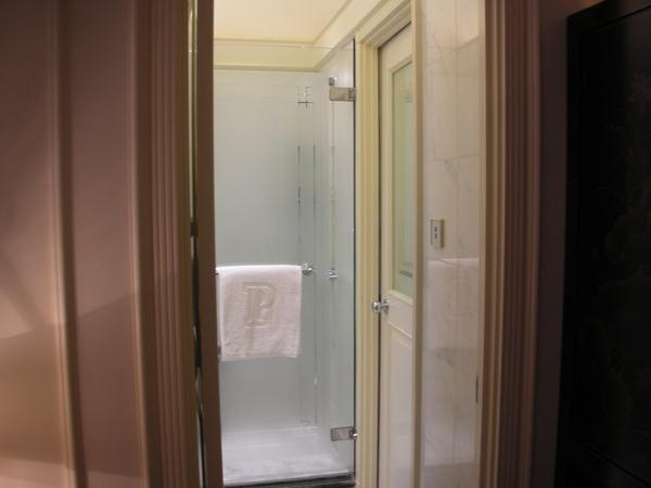 半島房間浴室入口.JPG