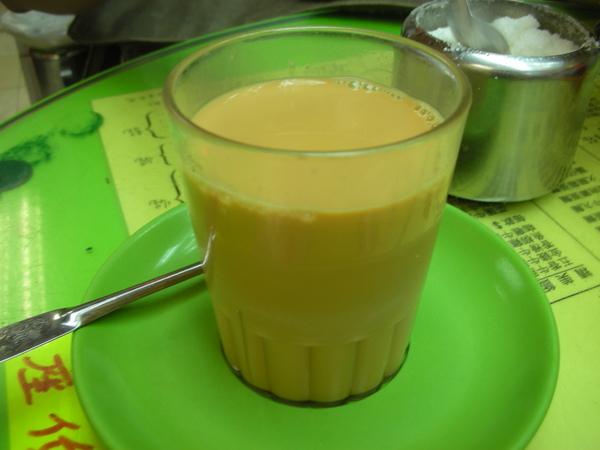 新源茶餐廳之澀味超重的奶茶.JPG