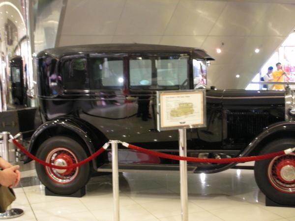 新世界中心的骨董車展示2.JPG