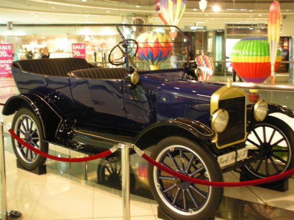 新世界中心骨董車展示3.JPG
