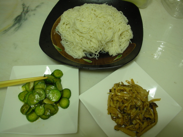 金平菇菇和麵麵.JPG