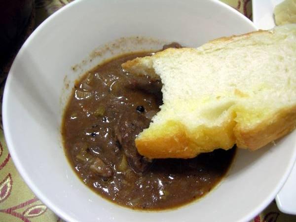 匈牙利牛肉之12 配麵包.JPG