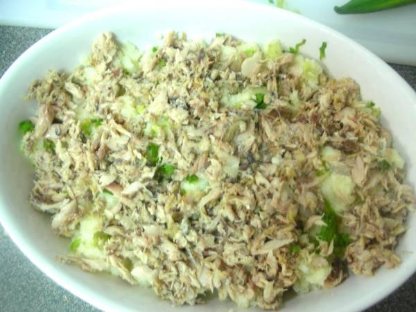 日式鹹魚馬鈴薯派之8 灑魚肉.JPG