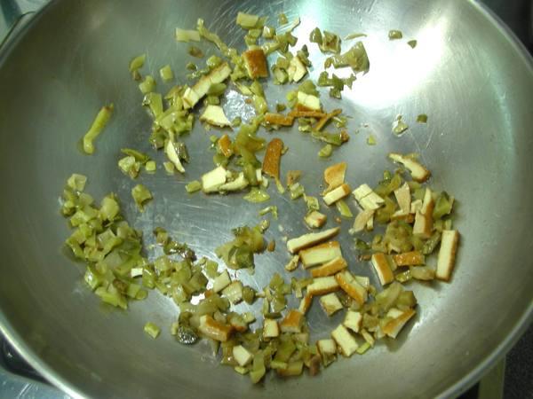 海苔捲炒飯之2 炒豆干.JPG