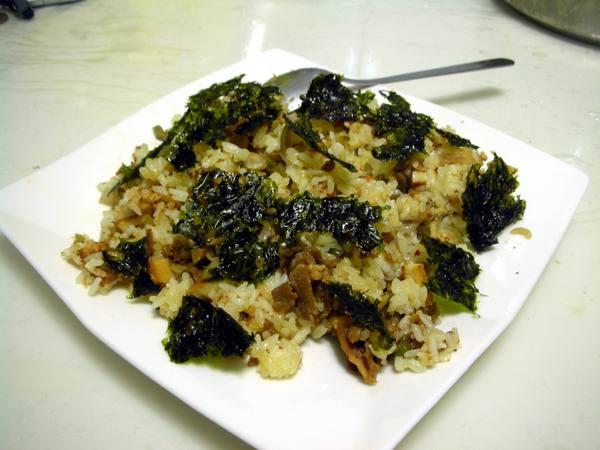 海苔捲炒飯之6 加海苔.JPG
