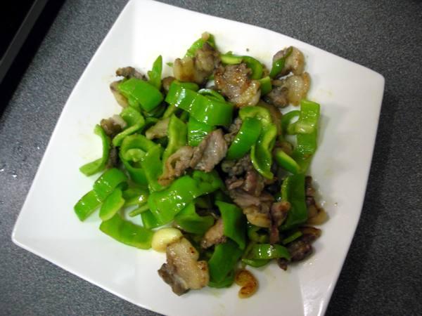 青椒炒肉之4 起鍋.JPG
