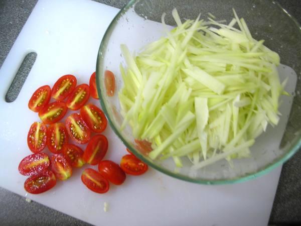 青木瓜沙拉之2 切絲.JPG