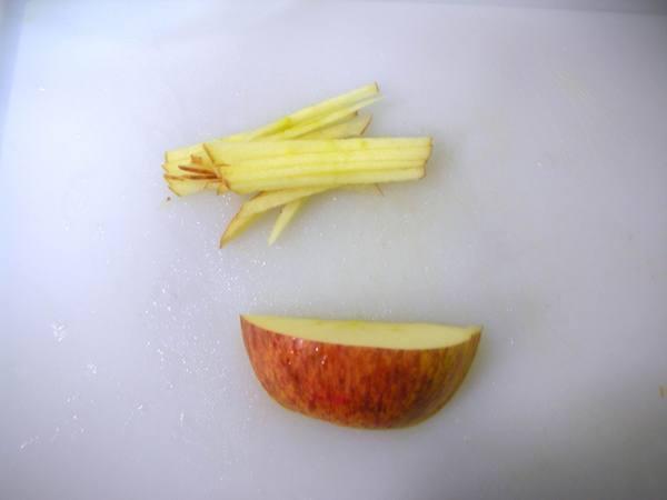 涼粉沙拉之3 蘋果切絲.JPG