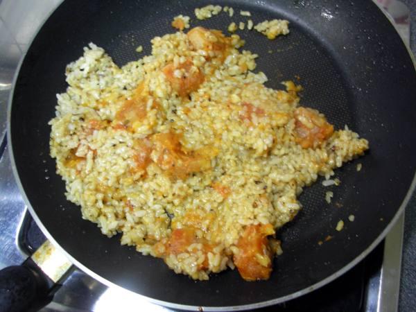 番茄燉飯之2 飯加番茄湯.JPG