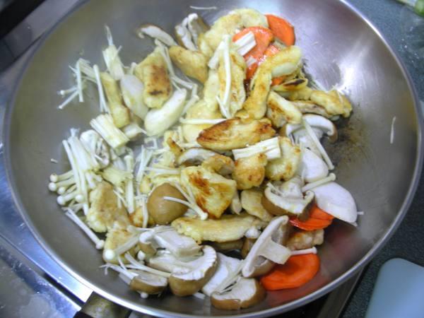 菇菇總匯奶油煮之6 炒熟.JPG