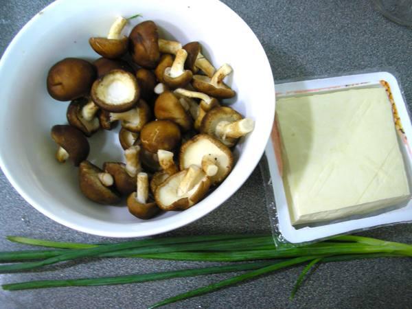 香菇豆腐羹之1 材料.JPG