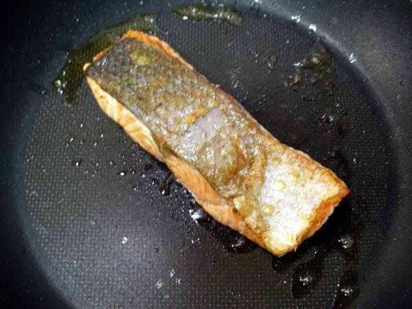 香煎鮭魚5.JPG