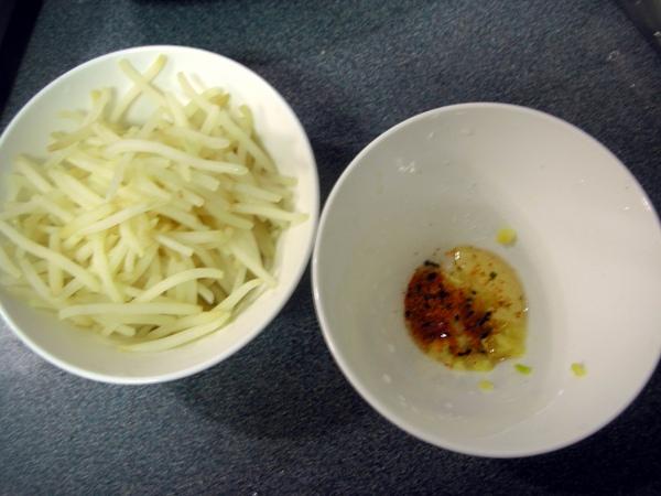涼拌黃豆芽2.JPG