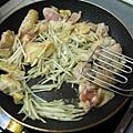 牛蒡雞肉義大利麵2.JPG