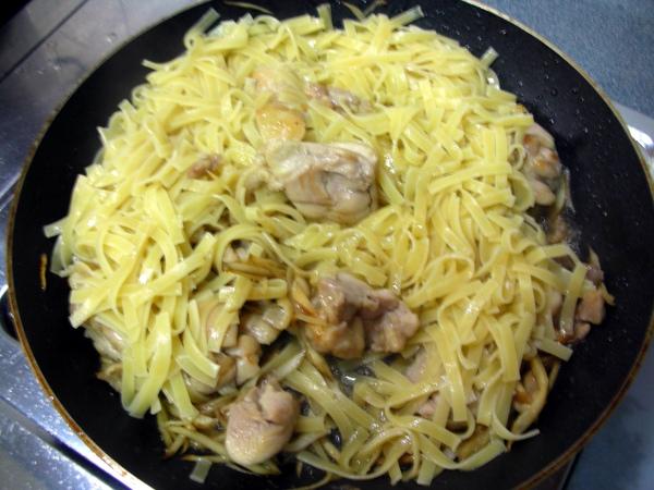 牛蒡雞肉義大利麵4.JPG